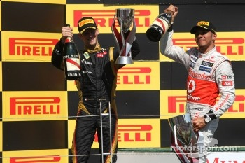 Romain Grosjean, Lotus F1 Team and Lewis Hamilton, McLaren Mercedes Mercedes