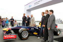 David Coulthard, Weehawken Mayor Richard Turner, Race Promoter Leo Hindery, Sebastian Vettel, Infiniti Marketing Director Keith St. Clair, West New York Mayor Felix Roque
