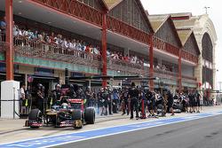 Jean-Eric Vergne, Scuderia Toro Rosso in the pits