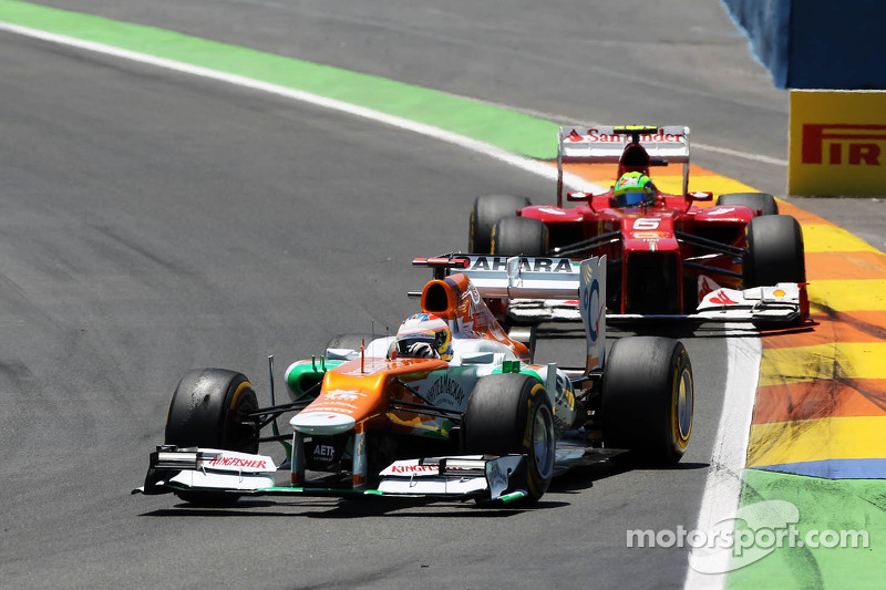 Paul di Resta, Sahara Force India leads Felipe Massa, Ferrari