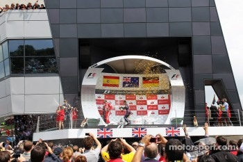 Race winner Mark Webber, Red Bull Racing; Fernando Alonso, Ferrari and Sebastian Vettel, Red Bull Racing celebrate on the podium