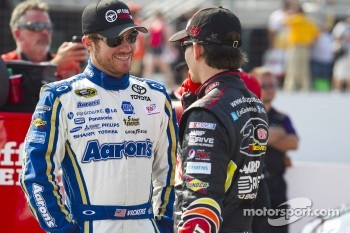 Brian Vickers, Michael Waltrip Racing Toyota, Jeff Gordon, Hendrick Motorsports Chevrolet