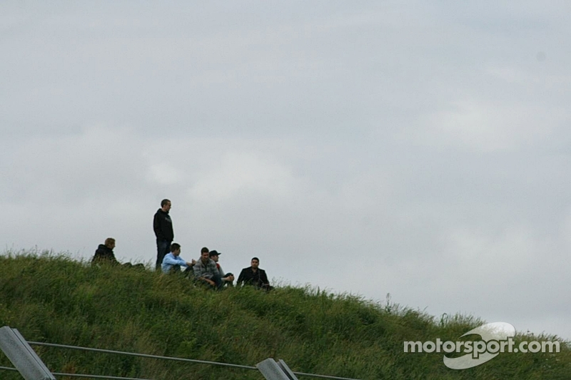 Spectators on the dunes