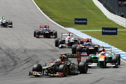 Kimi Raikkonen, Lotus F1 leads Paul di Resta, Sahara Force India