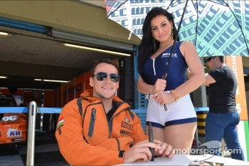 Autograph session, Norbert Michelisz, BMW 320 TC, Zengo Motorsport