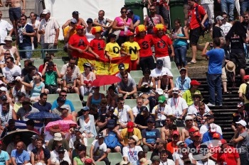 Fernando Alonso, Ferrari fans in the grandstand