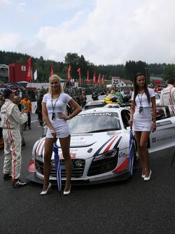 United Autosports crew
