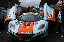 #69 Gulf Racing UK McLaren MP4-12C GT3: Roald Goethe, Jamie Campbell-Walter, Stuart Hall