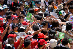 Crowd during pitwalk