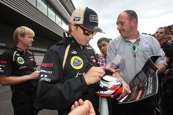 Kimi Raikkonen, Lotus F1 Team  signing autographs for the fans