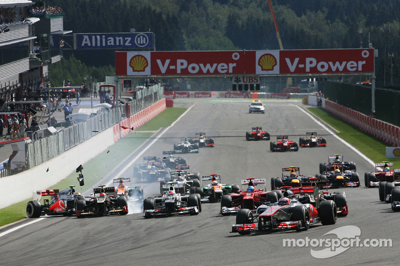 Jenson Button, McLaren leads at the start as a crash ensues involving Lewis Hamilton, McLaren and Romain Grosjean, Lotus F1