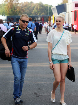 Valtteri Bottas, Williams Third Driver with his girlfriend Emilia Pikkarainen, Swimmer