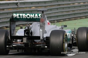 Mercedes GP test the double drs