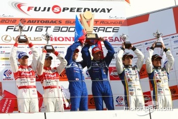 GT500 podium: race winners Joao Paulo de Oliveira, Tsugio Matsuda, second place Masataka Yanagida, Ronnie Quintarelli, third place Seiji Ara, Andre Couto