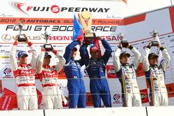 GT500 podium: race winners Joao Paulo de Oliveira, Tsugio Matsuda, second place Masataka Yanagida, Ronnie Quintarelli, third place Seiji Ara, Andre Couto