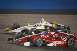 Scott Dixon, Target Chip Ganassi Racing Honda and Ed Carpenter, Ed Carpenter Racing Chevrolet battle for the lead