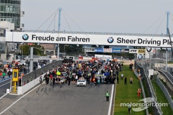 Busy Gridwalk