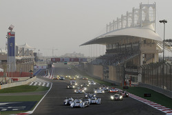 Start: #2 Audi Sport Team Joest R18 e-tron quattro: Tom Kristensen, Allan McNish leads
