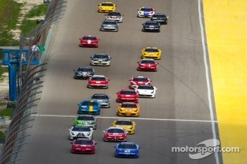 Start: #31 Ferrari of Ontario 458CS: Damon Ockey and #68 Ferrari of San Francisco 458CS: Mike Hedlund lead the field
