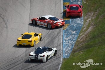 Start: spin for #8 Ferrari of Ft Lauderdale 458TP
