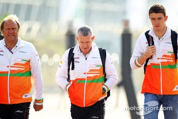 Bob Fernley, Sahara Force India F1 Team Deputy Team Principal with Gerry Convy, Personal Trainer; Paul di Resta, Sahara Force India F1