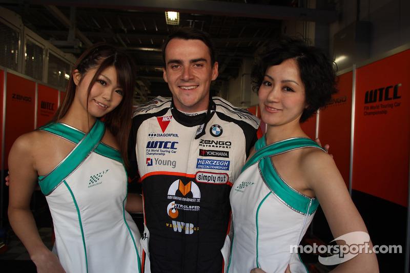 Norbert Michelisz, BMW 320 TC, Zengo Motorsport with Grid Girls