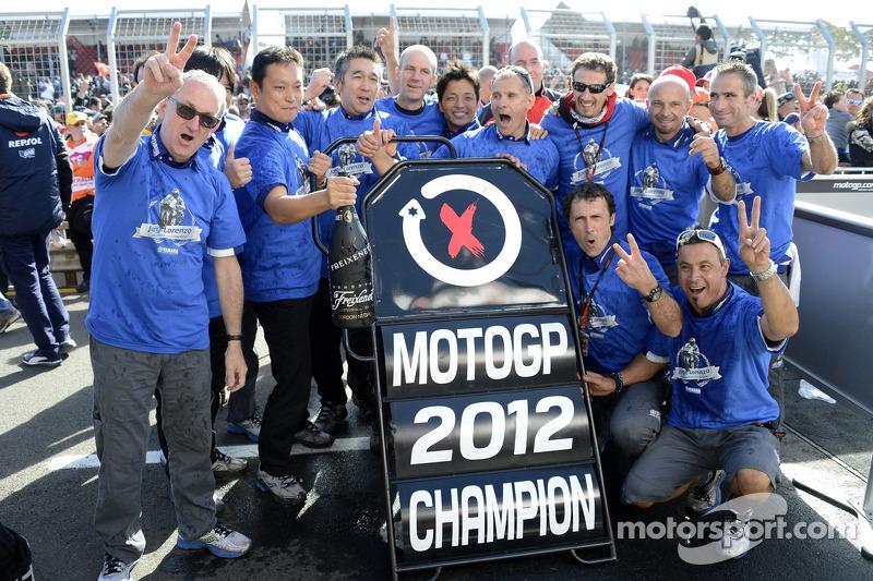 The Yamaha team celebrates Jorge Lorenzo's championship