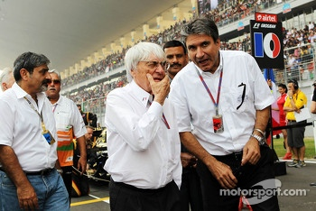 Bernie Ecclestone, CEO Formula One Group, with Pasquale Lattuneddu, of the FOM on the grid