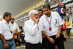 Bernie Ecclestone, CEO Formula One Group, with Pasquale Lattuneddu, of the FOM on the grid