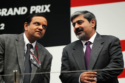 Vicky Chandhok, (Right) on the podium