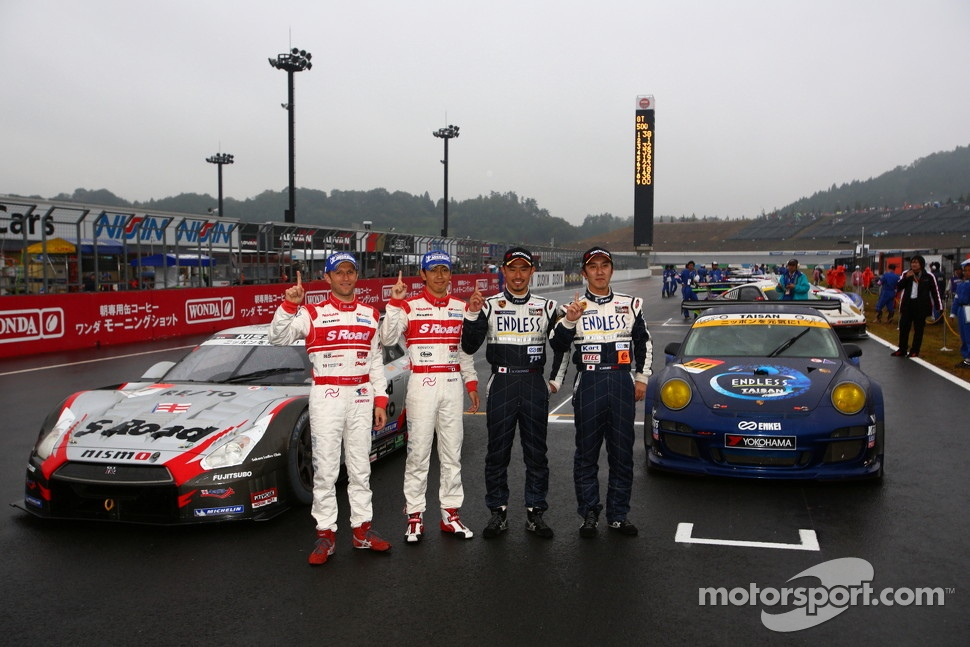2012 GT300 champions Kyosuke Mineo, Naoki Yokomizo and 2012 GT500 champions Masataka Yanagida, Ronnie Quintarelli