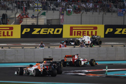Paul di Resta, Sahara Force India and Sebastian Vettel, Red Bull Racing battle for position