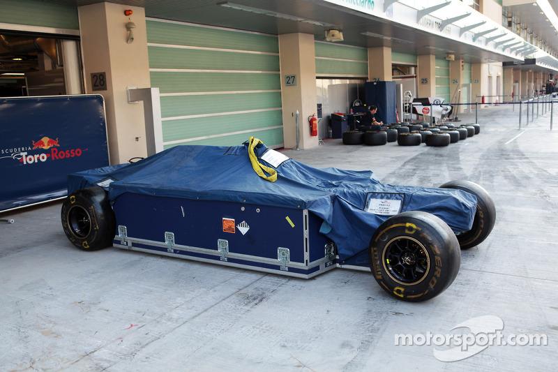 Scuderia Toro Rosso in freight box
