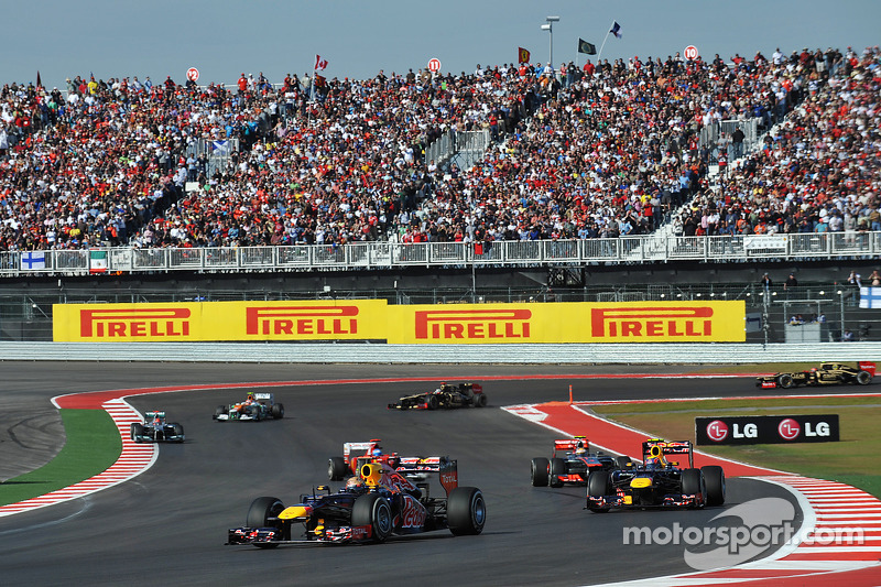 Start: Sebastian Vettel, Red Bull Racing leads