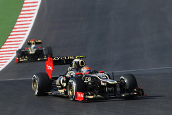 Romain Grosjean, Lotus F1 E20 leads team mate Kimi Raikkonen, Lotus F1 E20