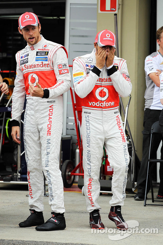 Jenson Button, McLaren and Lewis Hamilton, McLaren at a team photograph