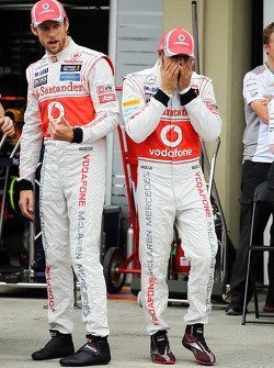 Jenson Button, McLaren and Lewis Hamilton, McLaren at a team photograph