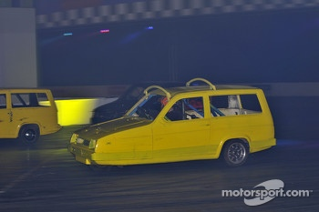 Reliant Robin Racing in the live action arena