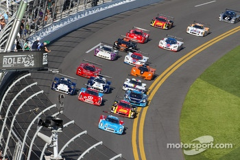 DP start: #01 Chip Ganassi Racing with Felix Sabates BMW Riley: Charlie Kimball, Juan Pablo Montoya, Scott Pruett, Memo Rojas, Scott Dixon leads