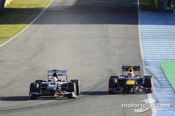 Nico Hulkenberg, Sauber C32 and Mark Webber, Red Bull Racing RB9