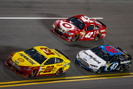 Joey Logano, Penske Racing Ford, Juan Pablo Montoya, Earnhardt Ganassi Racing Chevrolet and Aric Almirola, Richard Petty Motorsports Ford