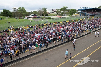 Fans come out to see the new V8 Supercars