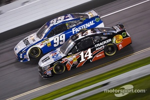 Tony Stewart, Stewart-Haas Racing Chevrolet and Carl Edwards, Roush Fenway Racing Ford