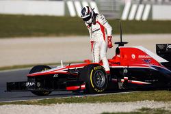 Max Chilton, Marussia F1 Team MR02 stops on the circuit