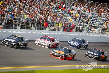 Joe Nemechek, NEMCO Motorsports Toyota, Regan Smith, Phoenix Racing Chevrolet, Tony Stewart, Stewart-Haas Racing Chevrolet