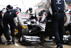 Valtteri Bottas, Williams FW35 practices a pit stop