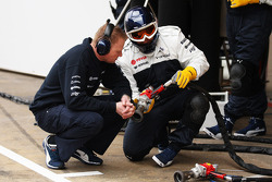 Williams mechanic with pit stop air guns