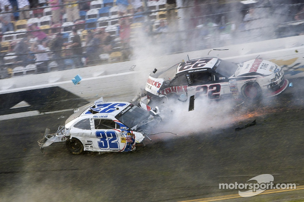 Last lap crash: Brad Keselowski and Kyle Larson crash
