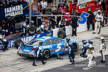 Pit stop for Kasey Kahne, Hendrick Motorsports Chevrolet
