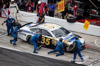Pit stop for Josh Wise, Front Row Motorsports Ford
